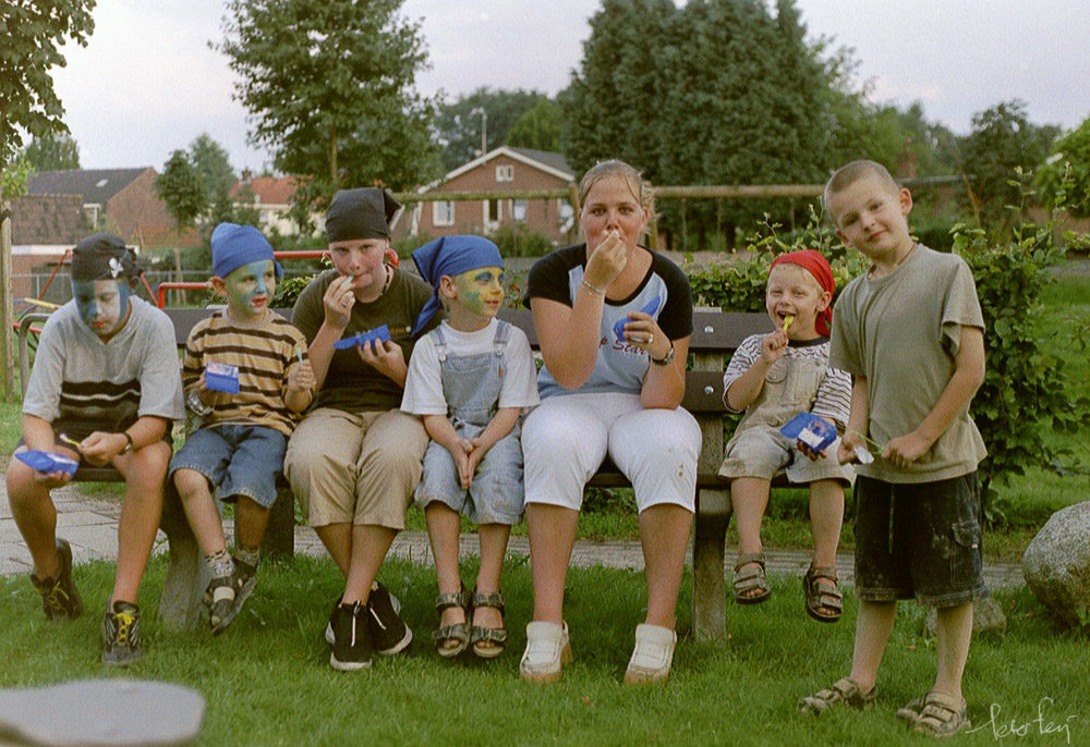 The Hood 2001 (Bjorn, Luuk, Chantal, Tom, Nathalie, Niels, Lorenzo)